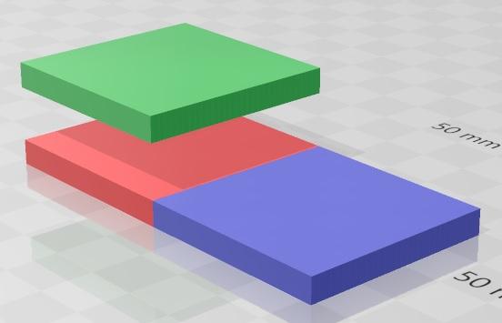 XY座標平面上で上から赤、青に並んでいる正方形が表示されています。Z軸方向で考えて、赤の正方形の上には、緑の正方形があります。